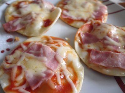 持ち寄りパーティー料理は餃子の皮で簡単ピザ