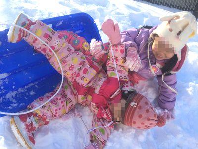 北海道で子どもと雪遊びソリ滑り